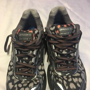 size 8 Brooks running shoes